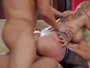 Inked diva rides dick and doesn't gain in value that different guy is new chum