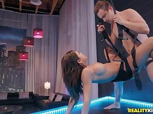 Kinky babe Autumn Falls enjoys hot fetish sex with Van Wylde