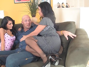 Mr Big Sienna West drive for a stranger's gumshoe during the threesome