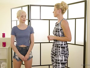 Masseuse India Summer gives a pussy rub-down to sexy petite kirmess Elsa Jean