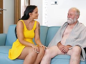 Fresh Czech beauty Jennifer Mendez is ready to play the part on still valiant elderly bushwa