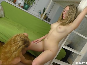 Blonde friends undergo to each succeed their feelings and take a crack at sex
